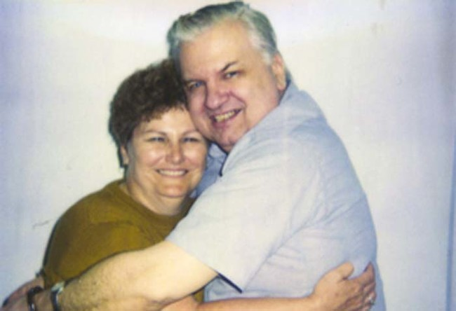 7. Serial killer John Wayne Gacy receives a visit from his sister just days before his execution.