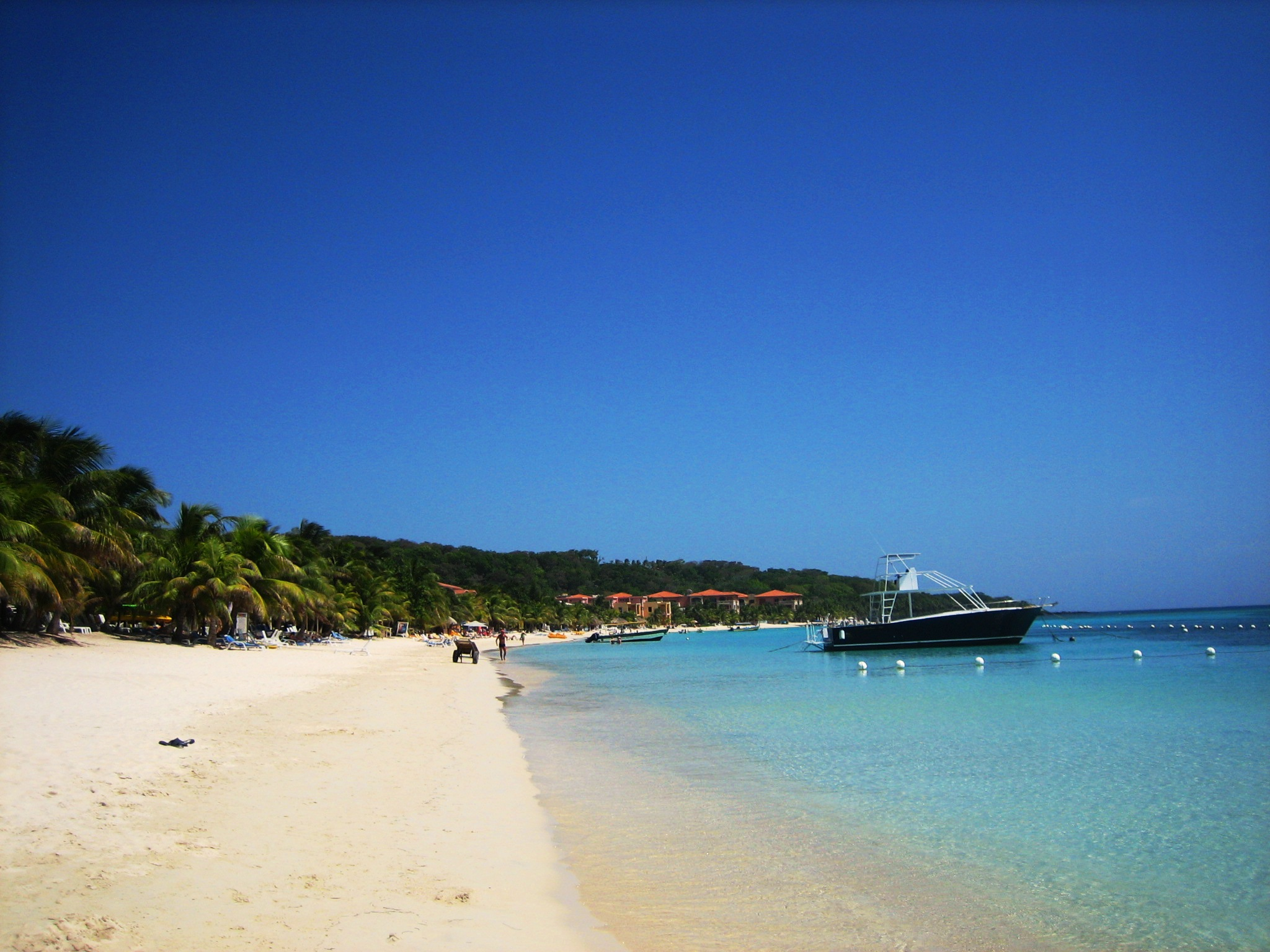 7. West Bay Beach, Honduras
