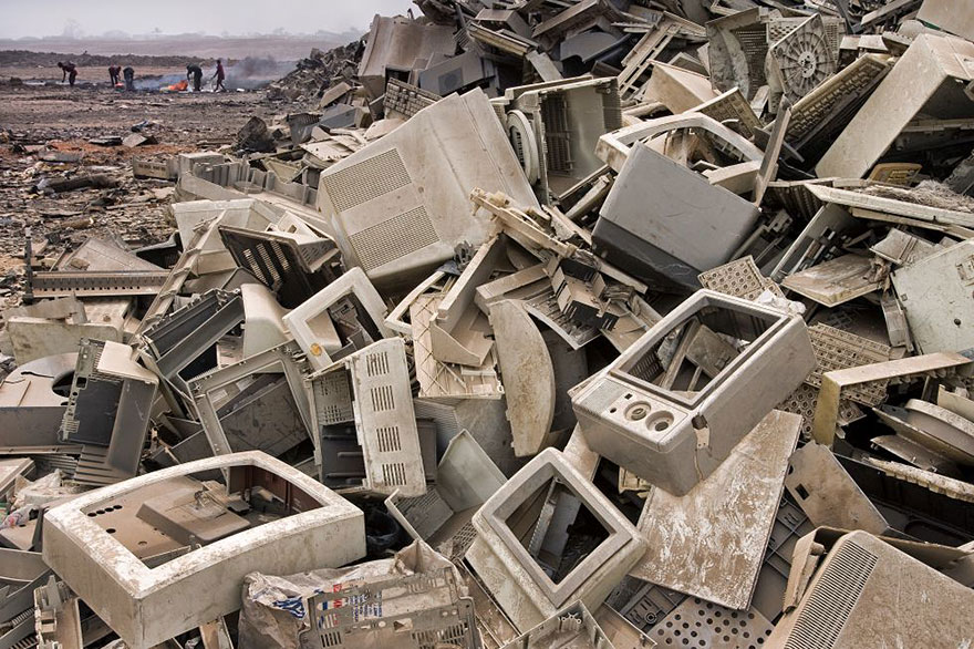 8. Electric Polution in Landfill in Accra