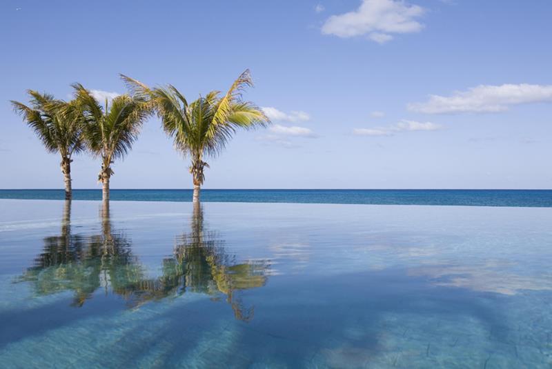 The-Beachside-Pool-at-Nandana-Villas